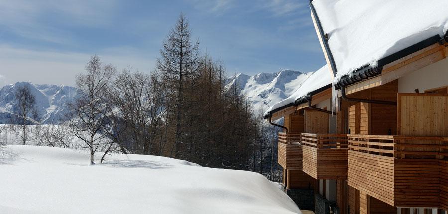 France_AlpedHuez_Hotel_Alpenrose_thick_snow.jpg